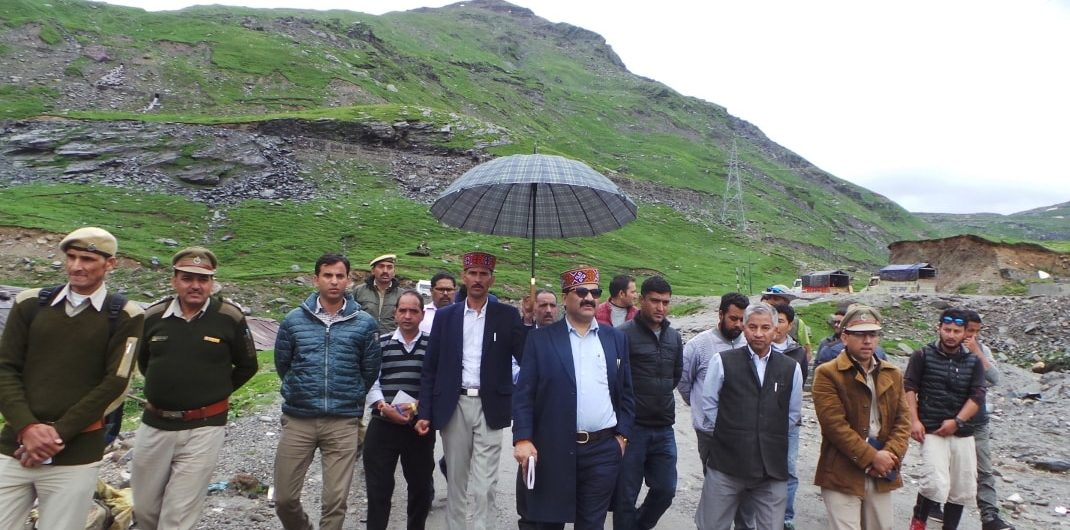 Officials visit Rohtang pass