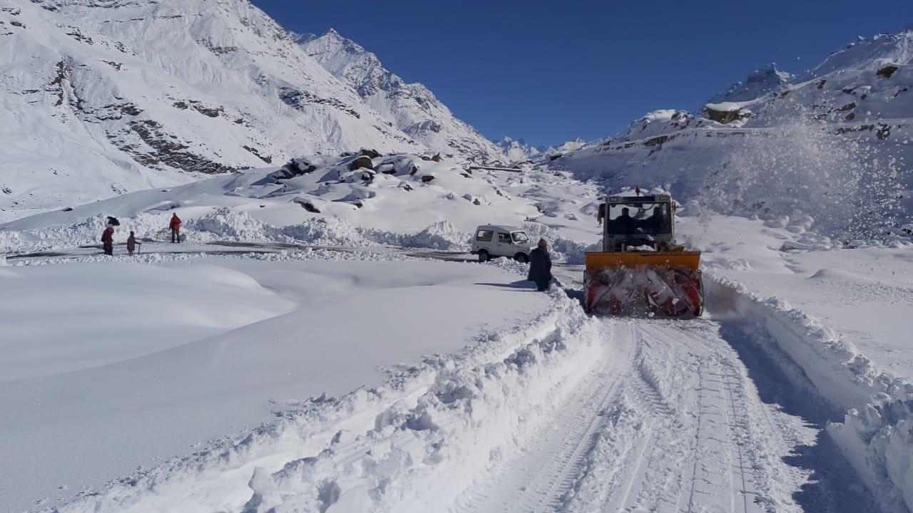Live: Snowfall Status at Rohtang Pass and Manali in 2021 - Discover Kullu  Manali