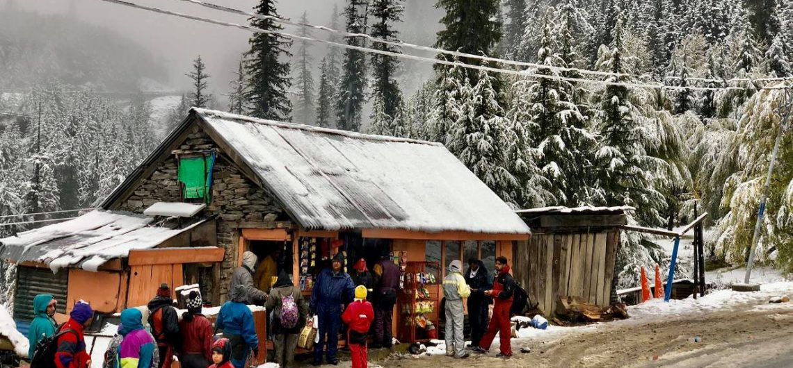 snowfall at kothi in manali