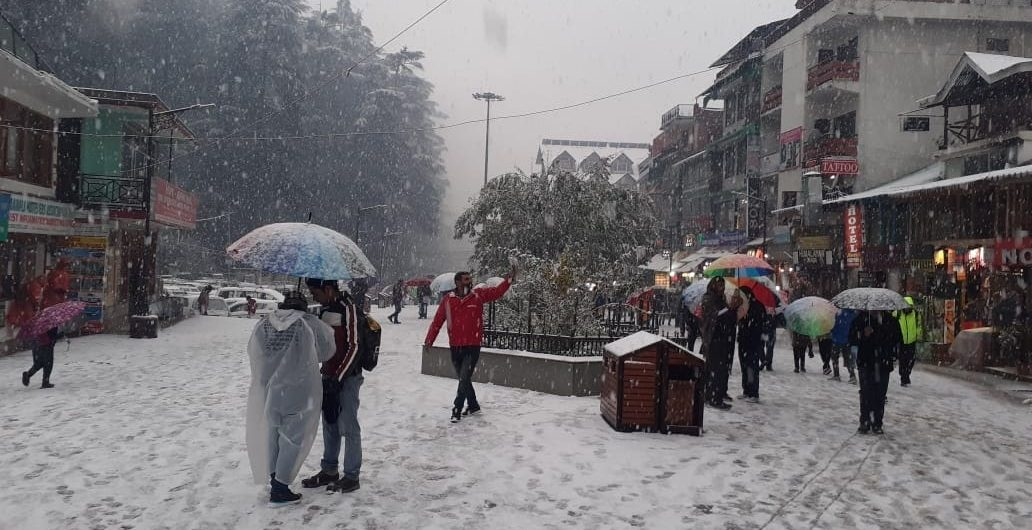 Fresh snowfall in Manali