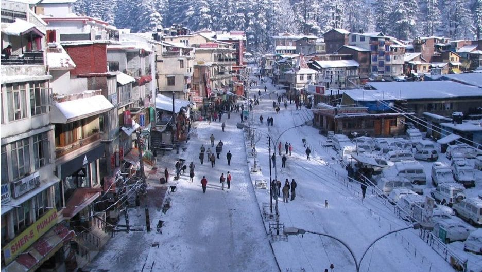 mall road of manali after snowfall